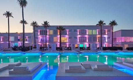 Glatt kosher Pesach hotel on the beach in Cyprus with Kosher Luxury Travel