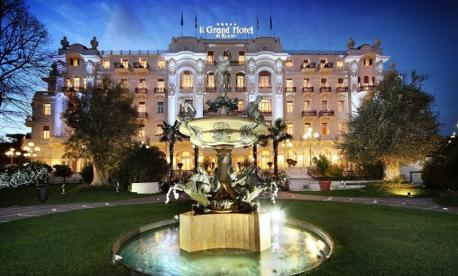 Luxury Glatt kosher Pesach hotel 2022 in Rimini, Italy with Avi and Belinda Netzer